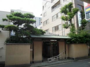 福岡市中央区春吉 大きな松の手入れ